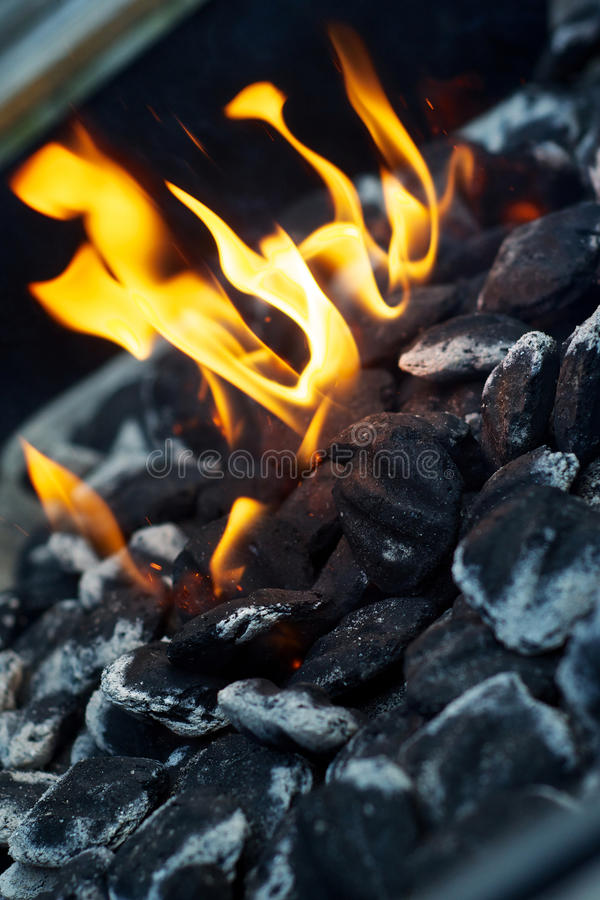 пожар углей bbq стоковое изображение rf
