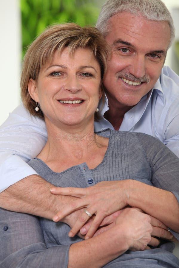 пожененные пары зреют стоковая фотография rf
