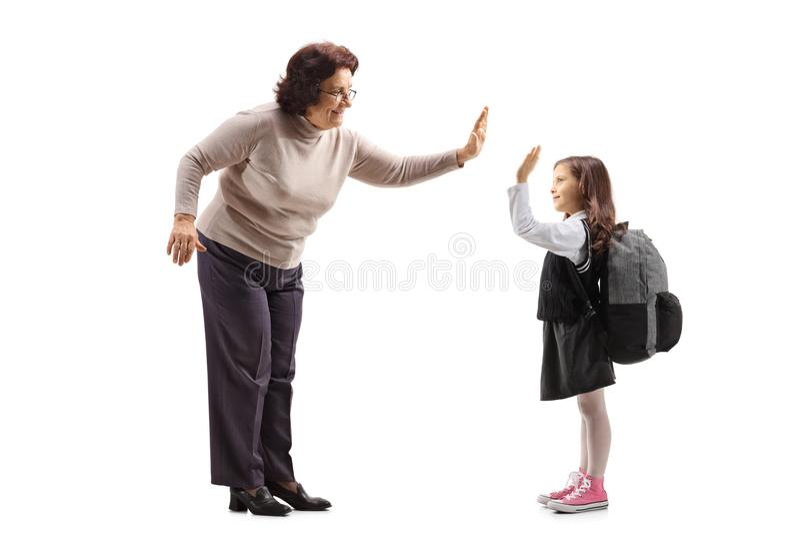 Пожилая женщина высоко--fiving школьница стоковое фото rf