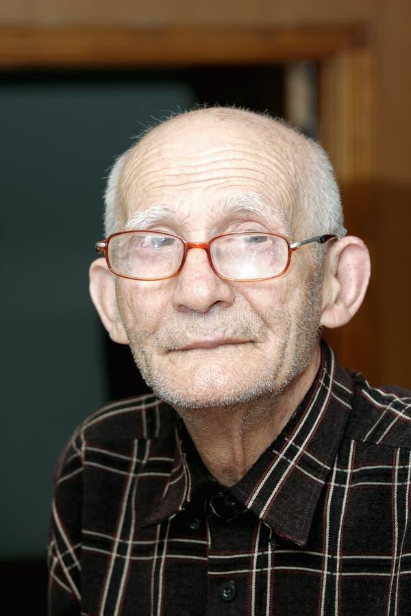 пожилой крытый портрет человека стоковые фото