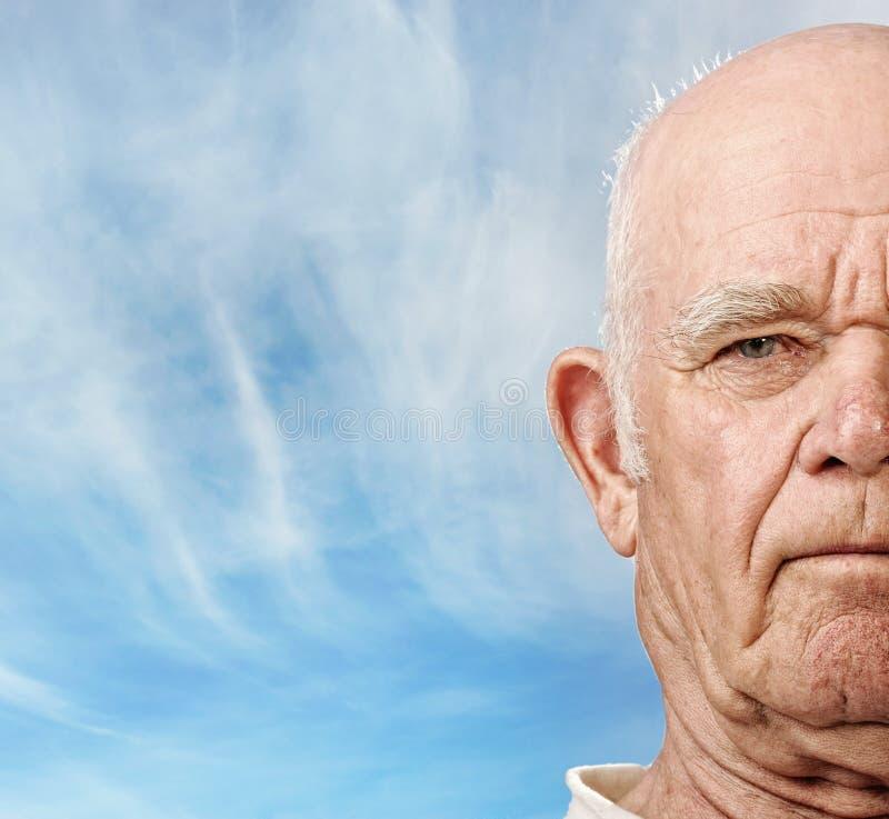 пожилой человек s стороны стоковая фотография rf