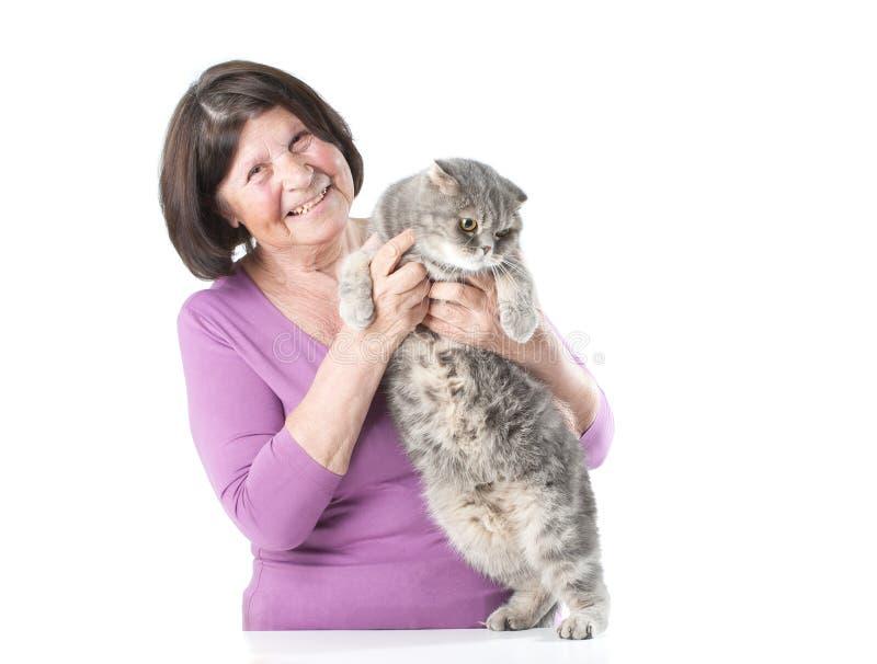 Пожилая женщина с котом стоковые изображения rf