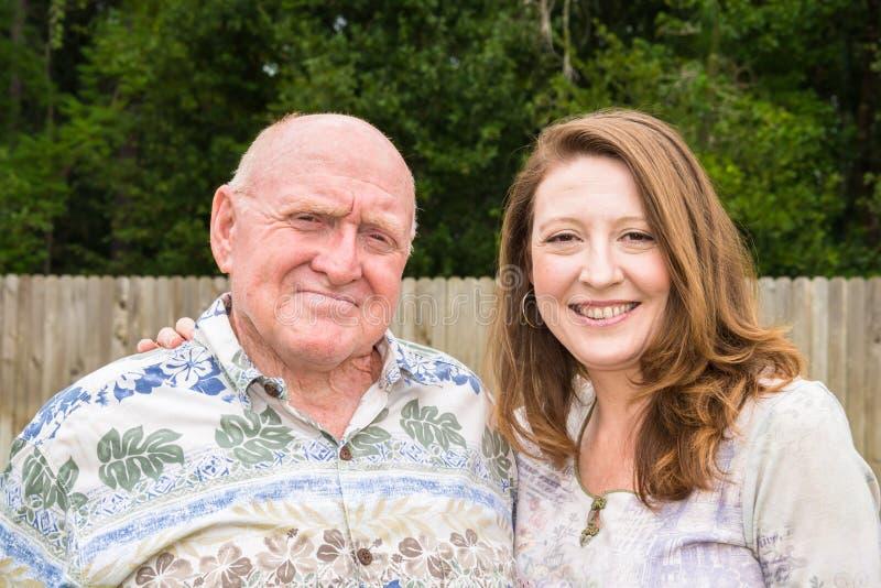 Пожилая дочь отца и взрослого стоковая фотография