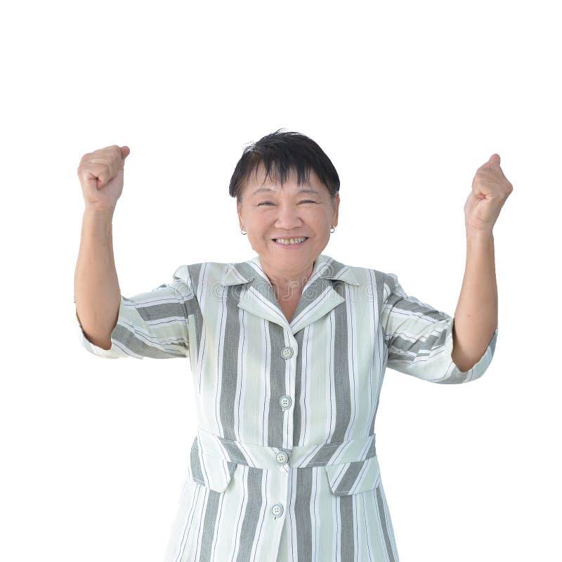 Пожилой азиатский усмехаться бизнес-леди изолированный на белой предпосылке, пути клиппирования внутрь стоковое изображение