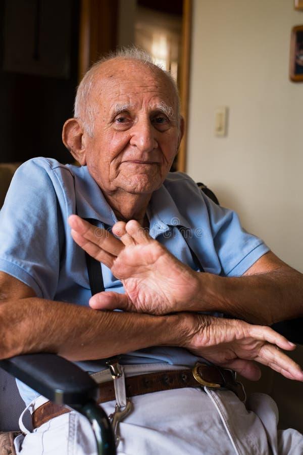 Пожилой человек стоковые изображения rf