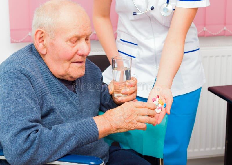 Пожилые вопросы здравоохранения стоковые фотографии rf