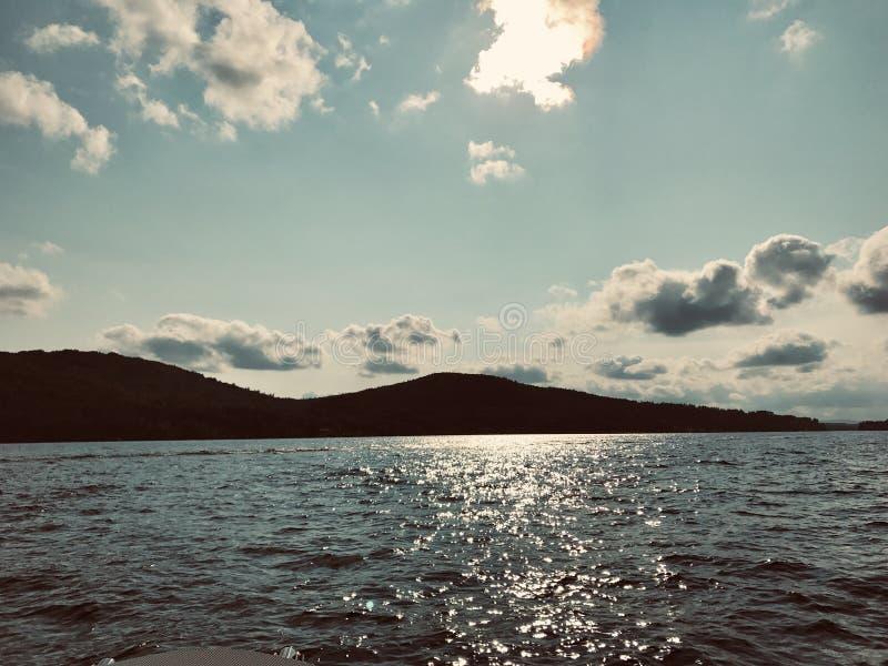Поздний вечер на озере Winnipesaukee стоковое фото
