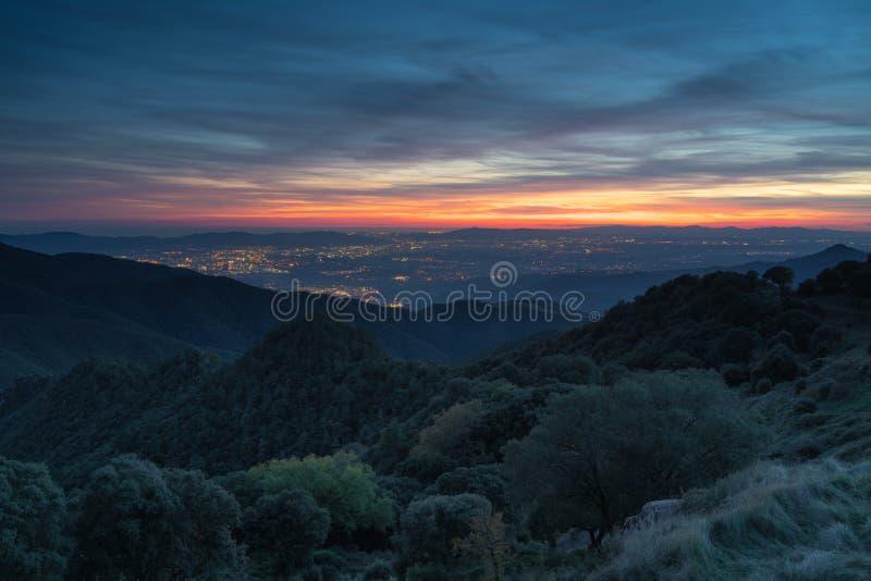 Поздний закат на улице Валлес Ориенталь в Каталонии стоковые фотографии rf