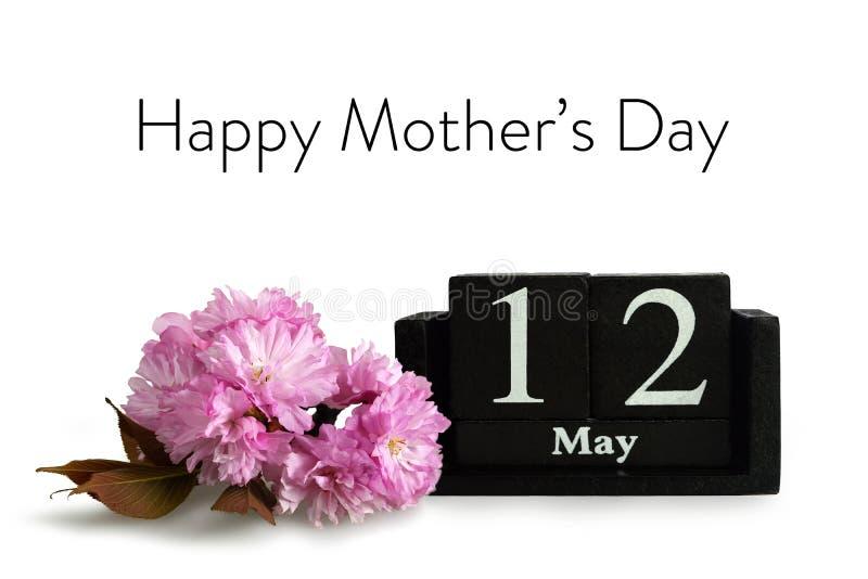 Поздравительная открытка дня матерей Вишневый цвет и календарь изолированные на белой предпосылке стоковое изображение