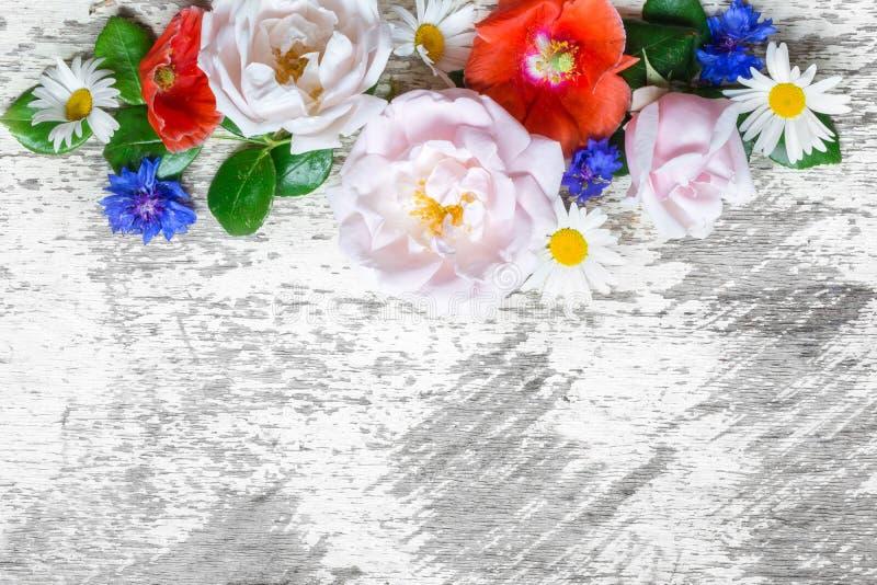 Поздравительная открытка приглашения свадьбы или годовщины или ` s матери модель-макет карточки дня украшенный с цветками стоковое фото rf