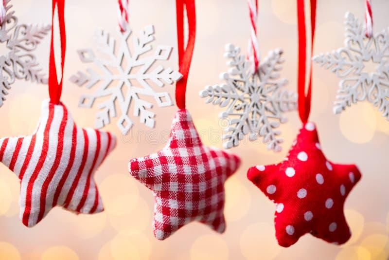 Поздравительная открытка рождества с украшениями рождества деревенскими стоковые фото
