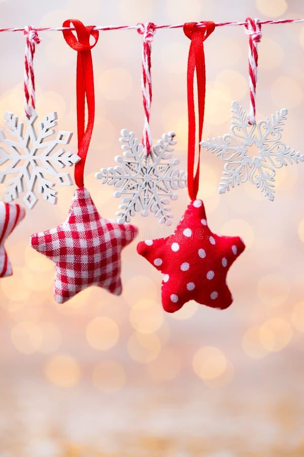 Поздравительная открытка рождества с украшениями рождества деревенскими стоковые изображения