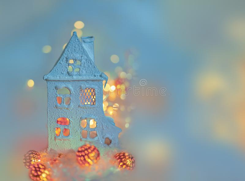Поздравительная открытка С Новым Годом! и веселое рождество Красивая запачканная голубая предпосылка украшения зимы на праздник стоковое изображение rf