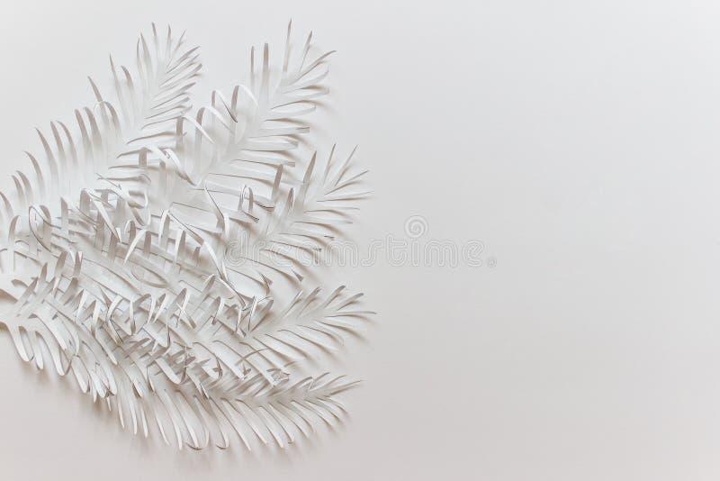 Поздравительная открытка с handmade бумагой отрезала листья листвы и пустое пространство стоковые изображения rf