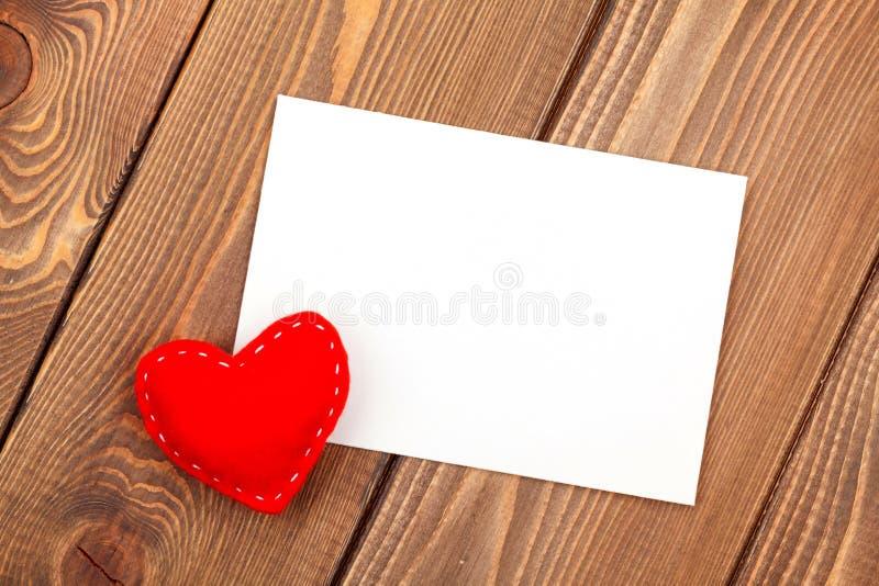 Поздравительная открытка рамки или фото и handmaded игрушка дня валентинок он стоковое изображение