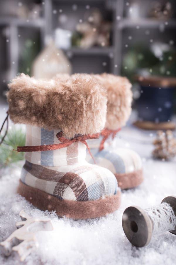 Поздравительная открытка рождества с ботинками войлока стоковые изображения