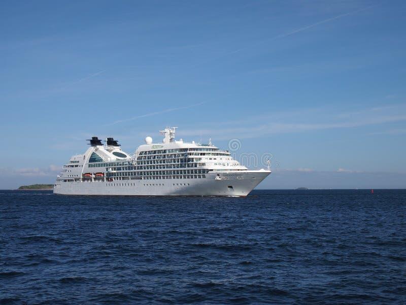 Поиски Seabourn - туристическое судно стоковая фотография