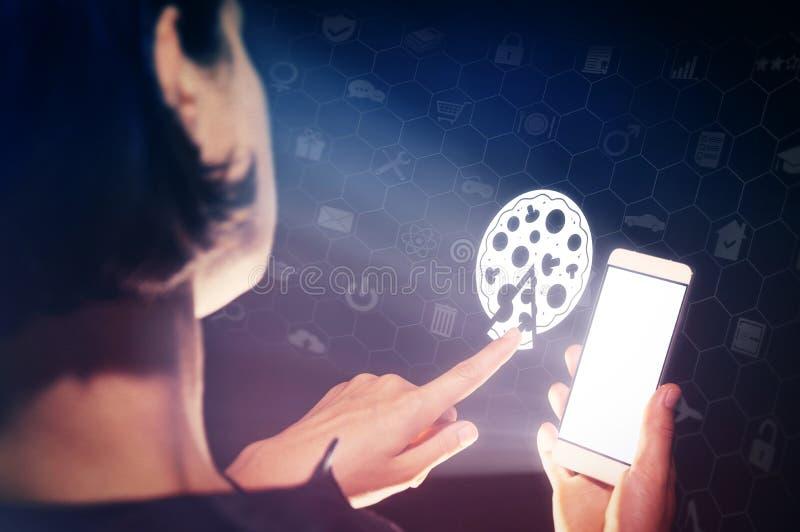 Поиск и онлайн пицца заказа стоковое фото rf