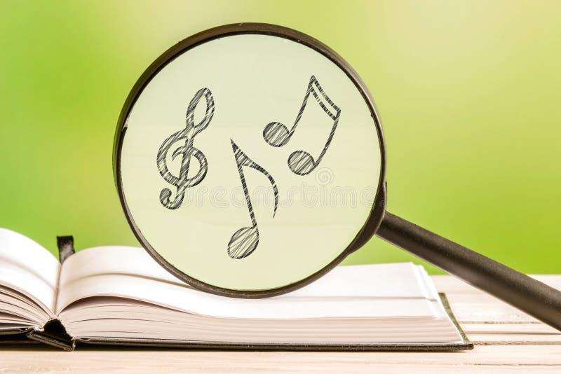 Поиск музыки с примечаниями стоковые изображения rf