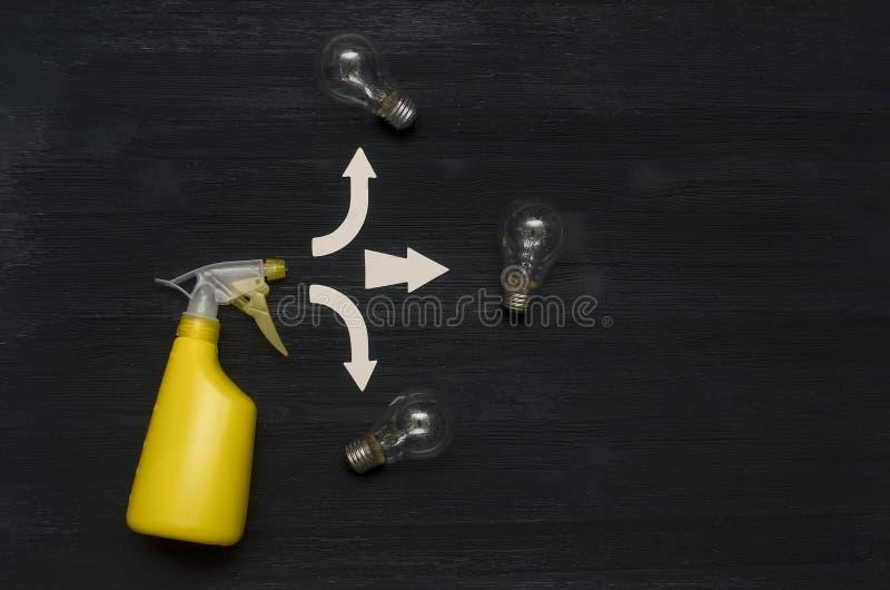 Поиск новых идей Backfround конспекта спрейера руки стоковое фото