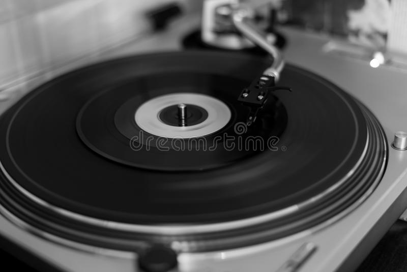 Показатель винила на годе сбора винограда музыки игрока turntable ретро стоковое фото rf