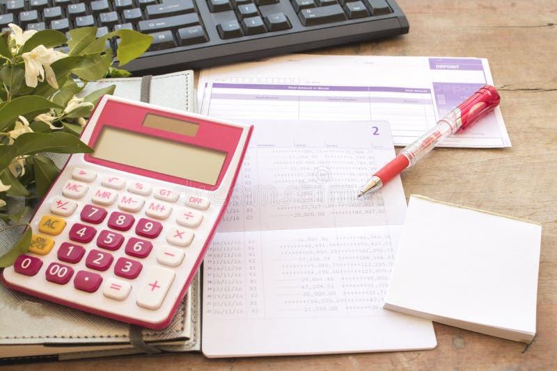 Показатель плановика тетради ежемесячный для денег финансовых и проверки стоковое фото rf