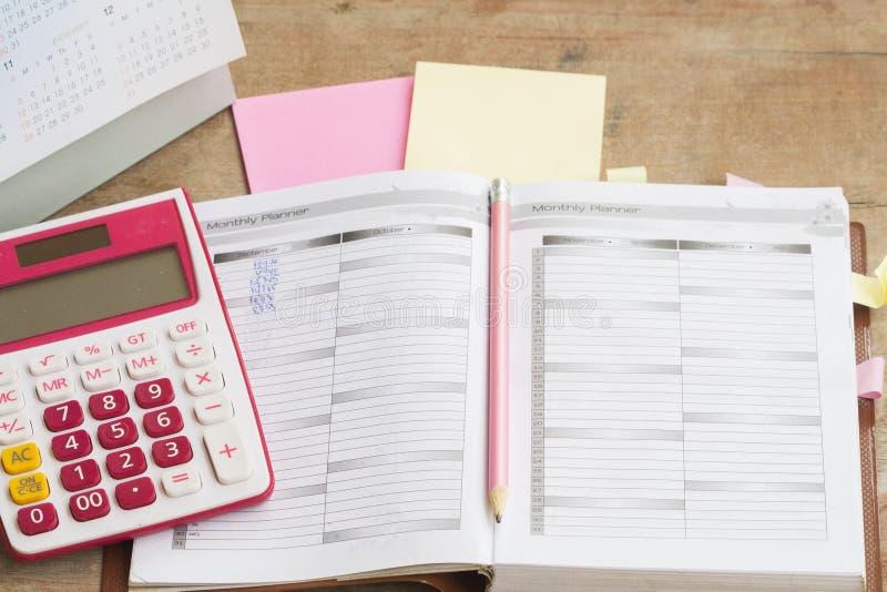 показатель плановика тетради ежемесячный для финансового стоковое фото