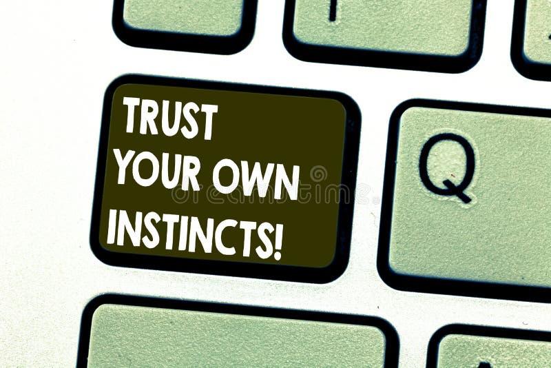 Показ знака текста доверяет вашим собственным инстинктам Схематическое фото интуитивное следовать demonstratingal доверием чувств стоковое изображение