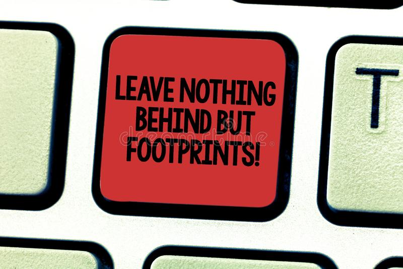 Показ знака текста не выходит ничего за а следы ноги Не смотрят, что назад всегда идет схематическое фото вперед клавиша на клави стоковые изображения rf