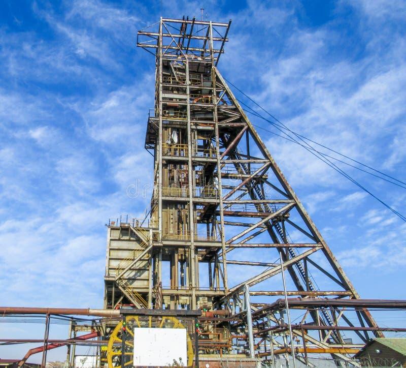 Покинутая вышедшая из употребления шестерня головы ствола шахты стоковые изображения