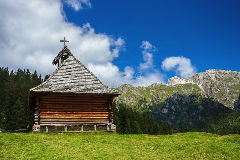 Покинутая деревянная церковь стоковая фотография