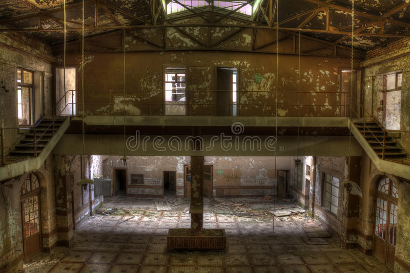 Покинутая зала ямы шахты стоковое фото rf