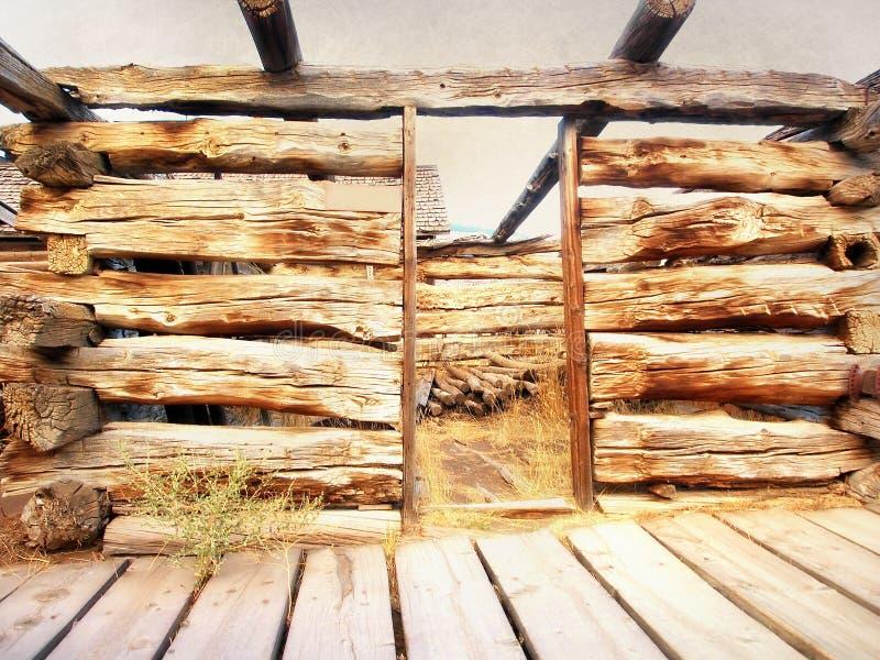 Покинутая кабина в Вайоминге стоковое изображение