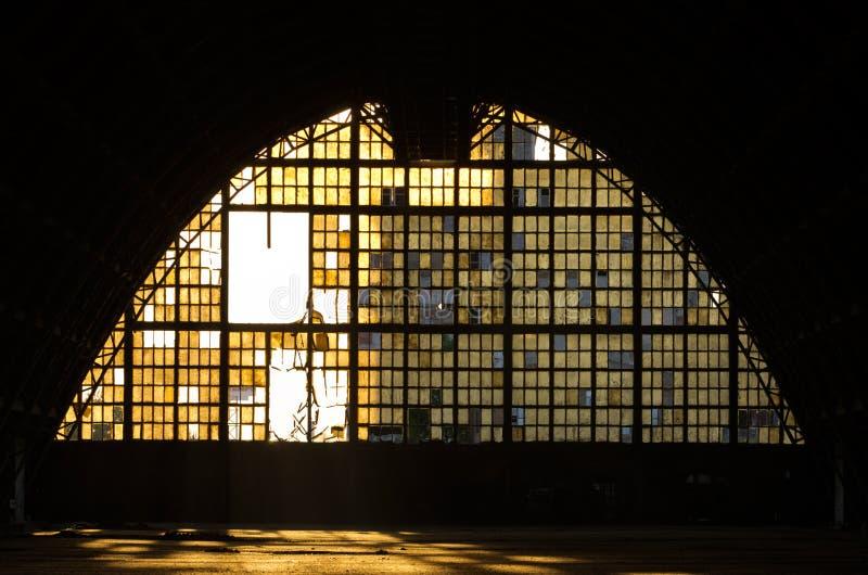 Покинутая промышленная зала стоковая фотография rf