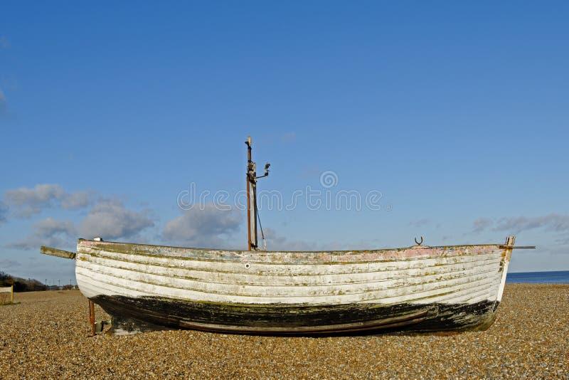 Покинутая рыбацкая лодка стоковое фото