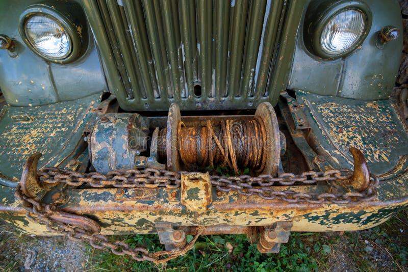 Покинутая старая ржавая тележка стоковая фотография rf