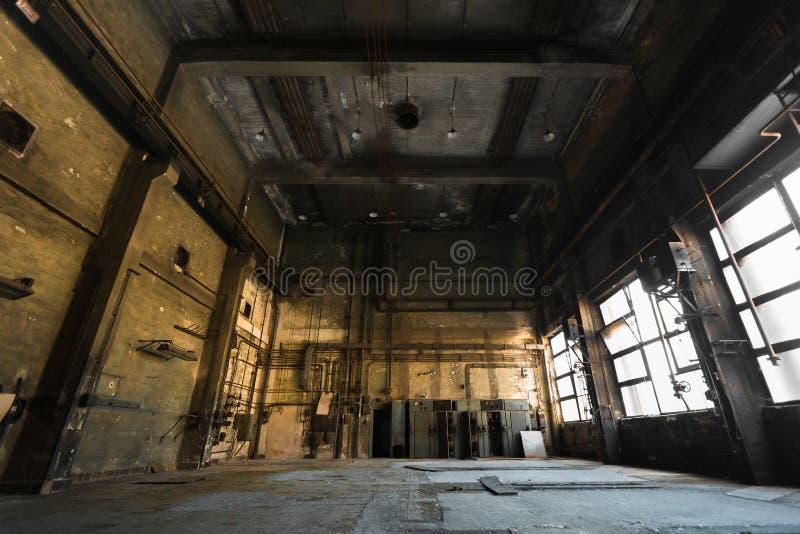 Покинутая старая станция ремонта корабля, внутренняя стоковое фото rf