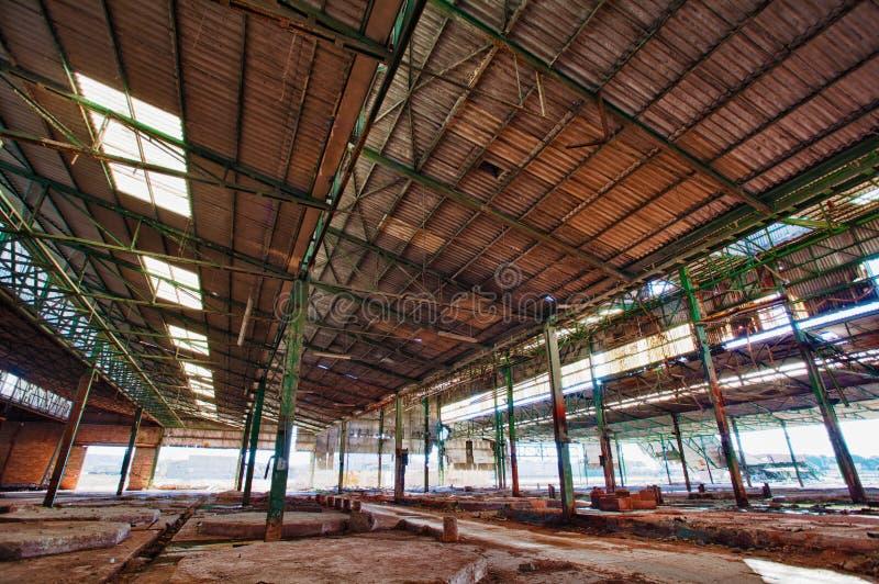 Покинутая фабрика с карциногенным отходом стоковое фото rf