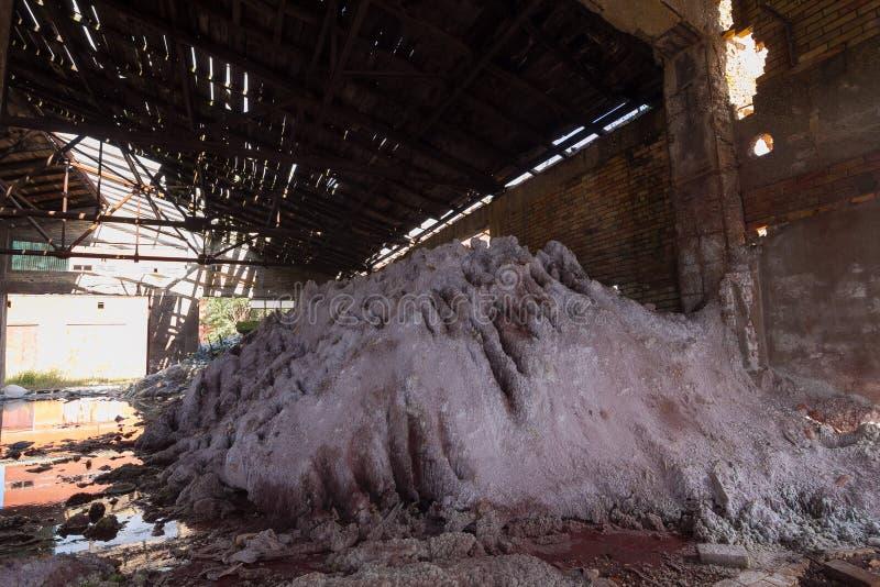 покинутая химическая фабрика стоковые фото