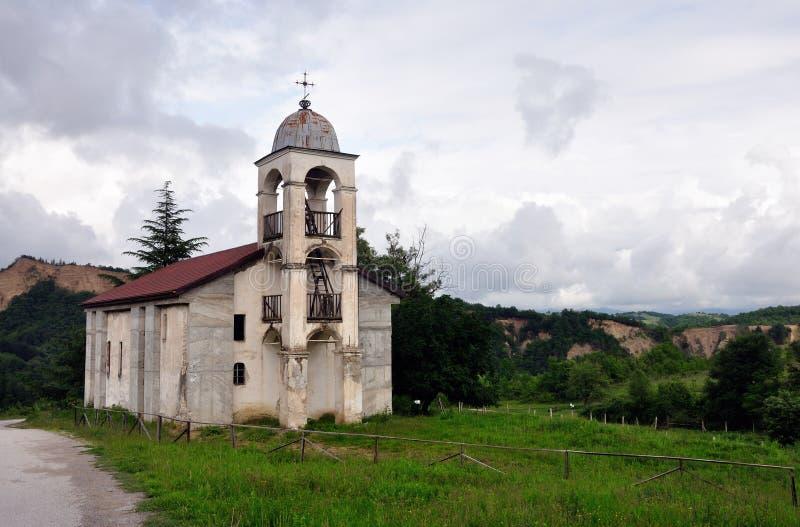 покинутая церковь старая стоковые изображения