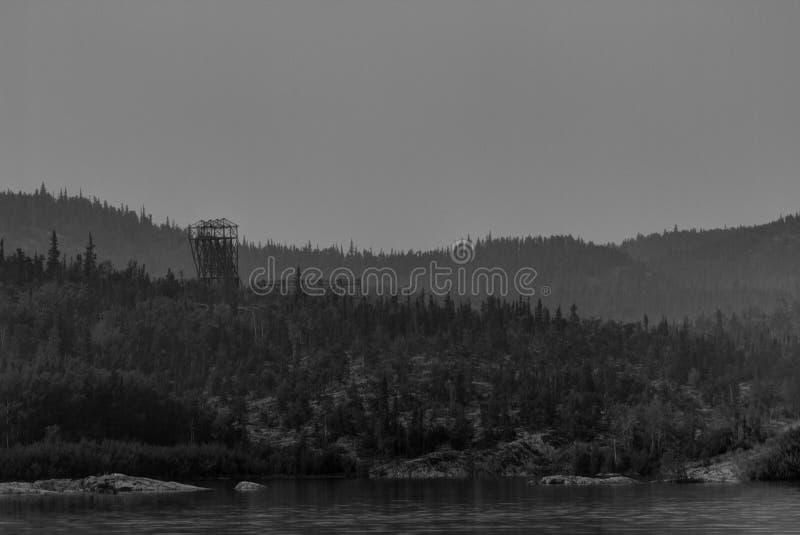 Покинутая шахта Headframe в северном Саскачеване стоковое изображение