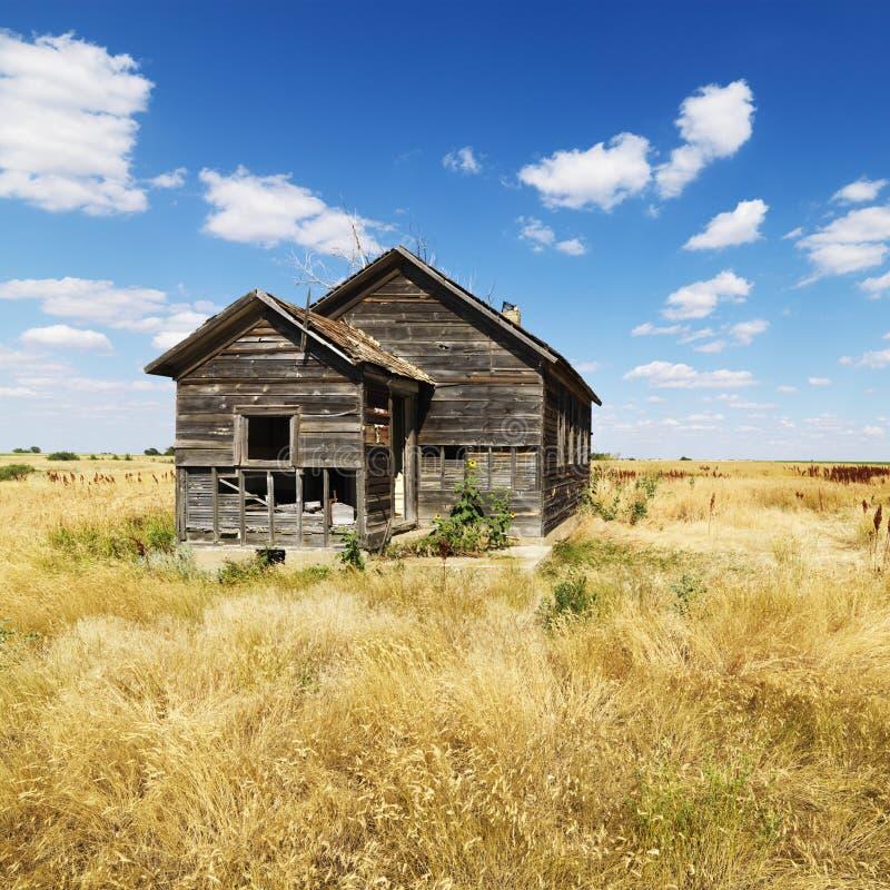 покинутая dilapidated дом стоковое изображение
