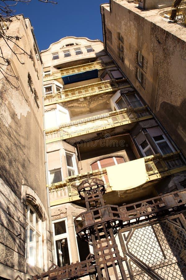 Download Покинутое здание в Будапеште Стоковое Фото - изображение насчитывающей конструкция, ведущего: 40583650
