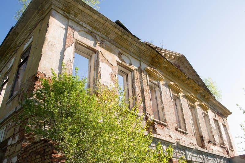 покинутое здание кирпича стоковое фото rf