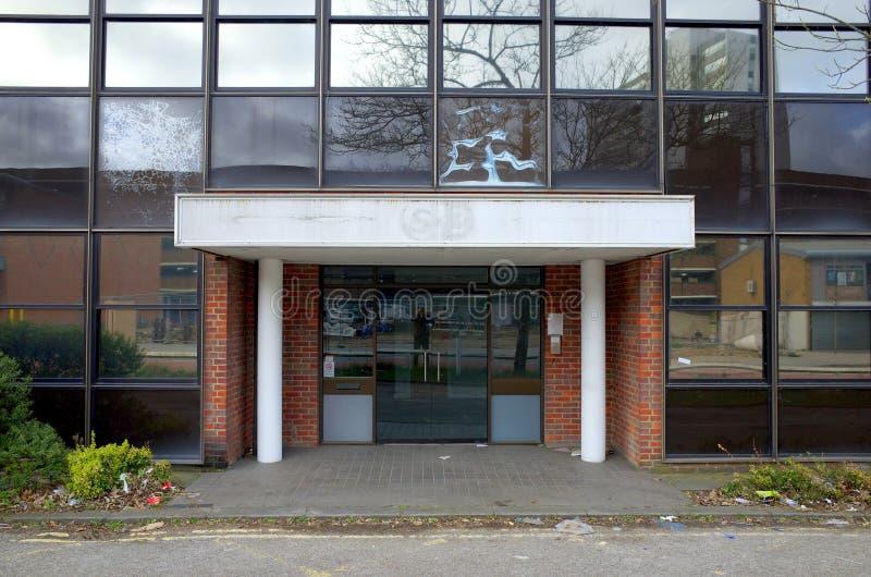Покинутое офисное здание стоковые фотографии rf