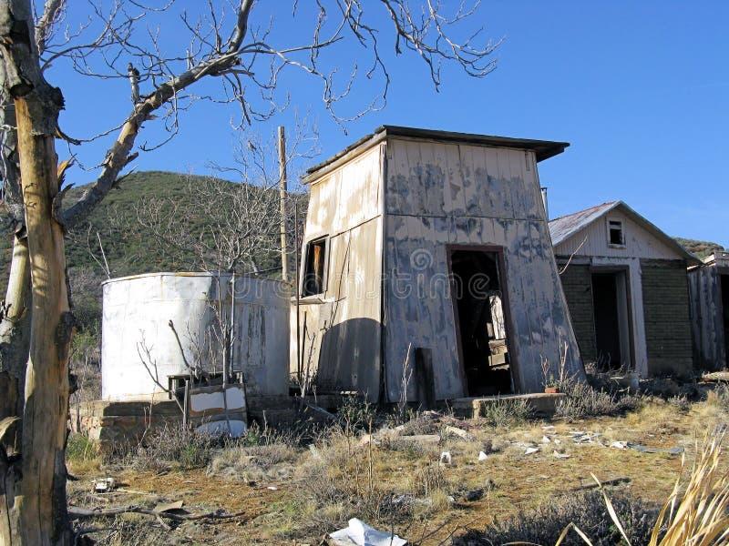 покинутое ранчо зданий стоковое изображение