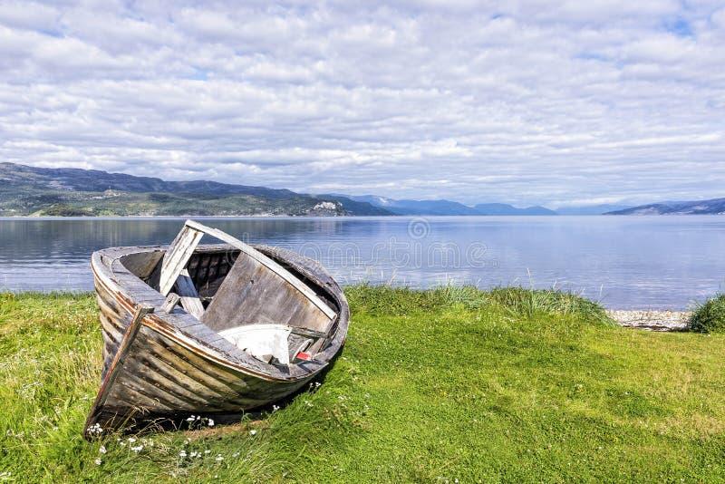 Покинутые корабли в заливе Hjemmeluft, Норвегии стоковые изображения