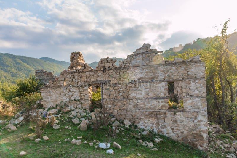 Покинутые дома в деревне Dyadovtsi, Болгарии стоковое фото rf