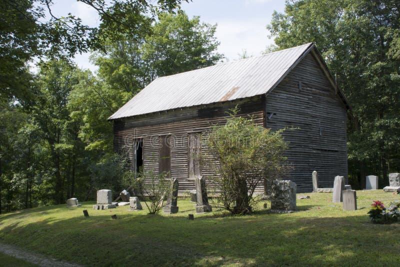 Покинутые церковь и кладбище стоковые фотографии rf