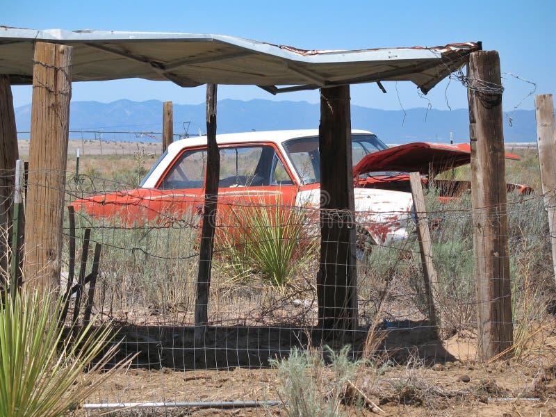покинутый, автомобиль, пустыня стоковые фотографии rf